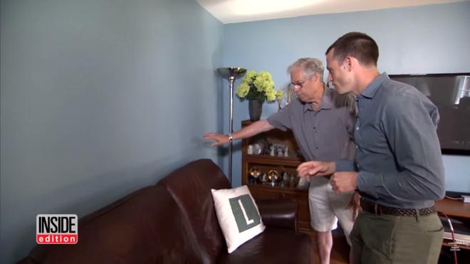 Bí mật 13 năm khiến khách nào tới nhà cũng thắc mắc về tiếng động lạ phát ra từ vách tường - Ảnh 1.
