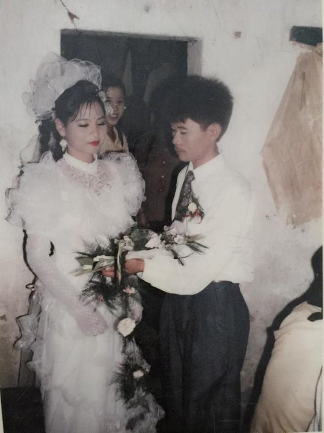 Đám cưới chất chơi thời bố mẹ anh thập niên 90: Pháo nổ râm ran, cả làng chạy theo cô dâu chú rể - Ảnh 25.