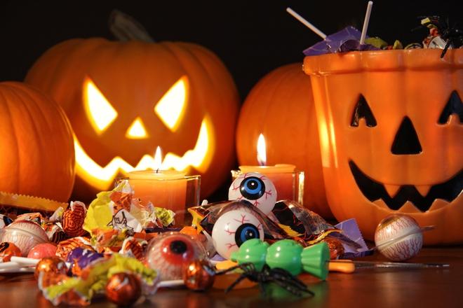 Vui đêm Halloween nhưng đừng quá đà kẻo rước họa bởi những loại phục trang nguy hiểm này nhé! - Ảnh 1.