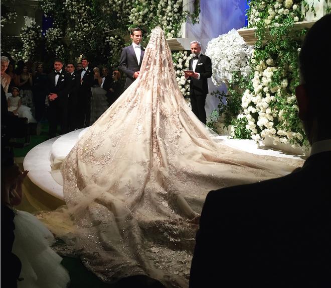 Đám cưới 240 tỷ xa hoa nhất hành tinh của cặp đôi ngậm thìa vàng ngay từ khi chào đời - Ảnh 4.