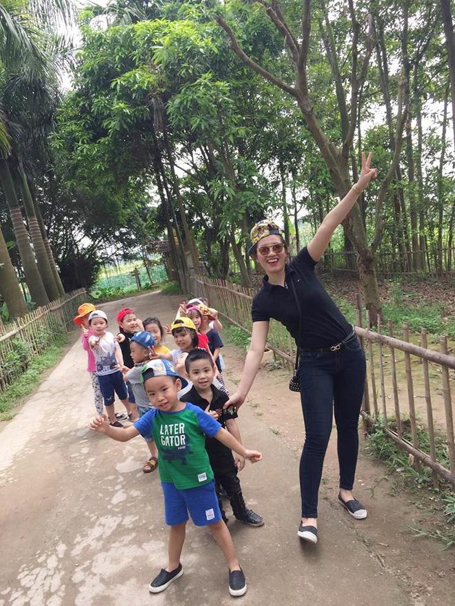 Cô giáo Hà Nội xinh đẹp dí dỏm kể kỷ niệm ngày đầu đi dạy: Khóc như mưa đòi hôm sau không đến trường - Ảnh 4.