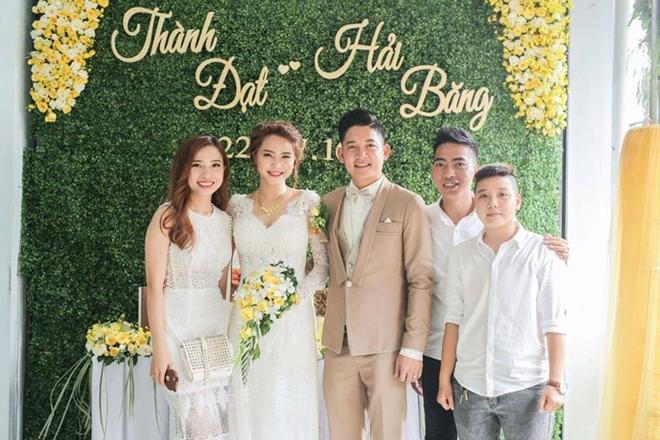 Hải Băng khoe ảnh hôn chồng trong lễ đính hôn nhân kỷ niệm 1 năm bên nhau - Ảnh 2.