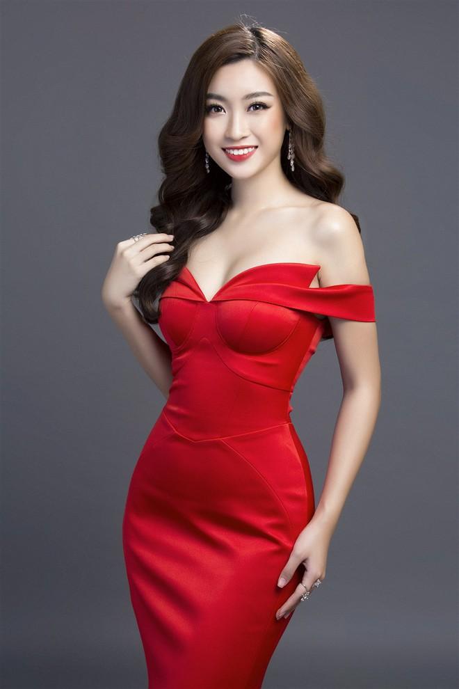 Mỹ Linh diện đầm đỏ hở vai đẹp kiêu sa sau khi dẫn đầu bình chọn online - Ảnh 5.