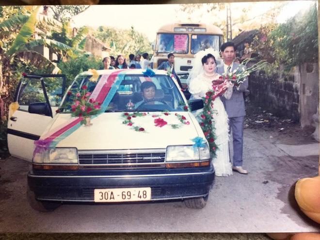 Đám cưới chất chơi thời bố mẹ anh thập niên 90: Pháo nổ râm ran, cả làng chạy theo cô dâu chú rể - Ảnh 29.