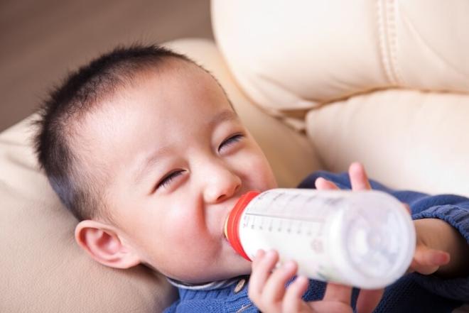 Khuyến cáo cách dùng sữa chuẩn nhất cho trẻ trên 1 tuổi - Ảnh 1.