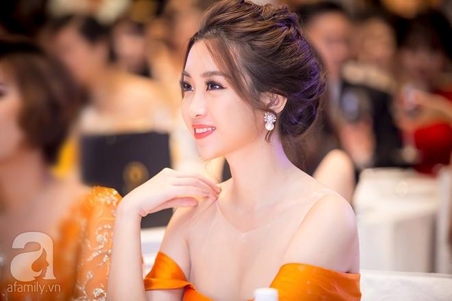 Hoa hậu Đỗ Mỹ Linh rạng ngời đọ sắc với Á hậu Huyền My - Ảnh 3.