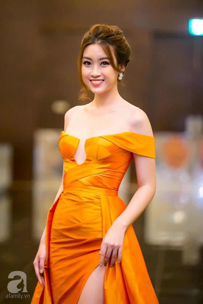 Hoa hậu Đỗ Mỹ Linh rạng ngời đọ sắc với Á hậu Huyền My - Ảnh 6.