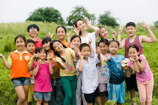 Soi nhất cử nhất động của sao Việt (5/10) - Ảnh 9.