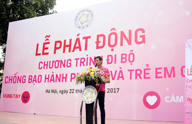 Hà Nội: 5000 tình nguyện viên xuống đường nhuộm hồng Hồ Gươm chống bạo lực phụ nữ và trẻ em gái - Ảnh 1.