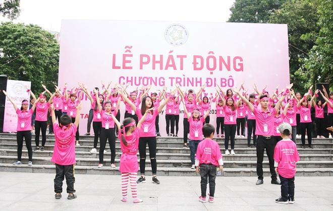 Hà Nội: 5000 tình nguyện viên xuống đường nhuộm hồng Hồ Gươm chống bạo lực phụ nữ và trẻ em gái - Ảnh 5.