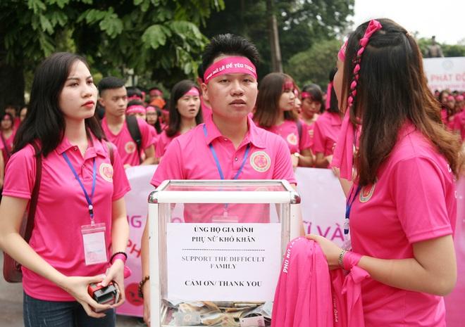 Hà Nội: 5000 tình nguyện viên xuống đường nhuộm hồng Hồ Gươm chống bạo lực phụ nữ và trẻ em gái - Ảnh 8.