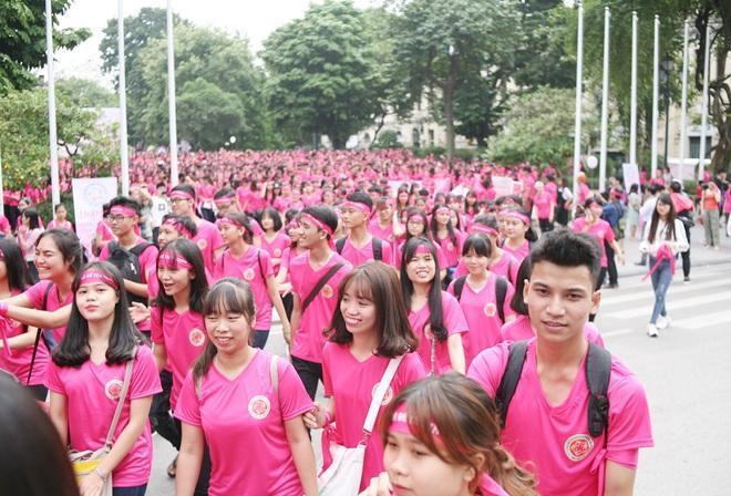Hà Nội: 5000 tình nguyện viên xuống đường nhuộm hồng Hồ Gươm chống bạo lực phụ nữ và trẻ em gái - Ảnh 10.