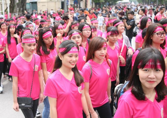 Hà Nội: 5000 tình nguyện viên xuống đường nhuộm hồng Hồ Gươm chống bạo lực phụ nữ và trẻ em gái - Ảnh 12.