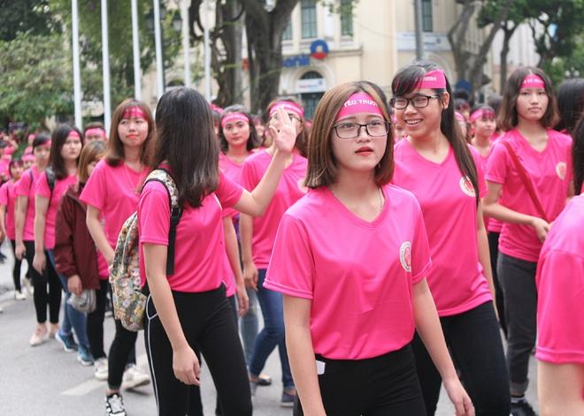 Hà Nội: 5000 tình nguyện viên xuống đường nhuộm hồng Hồ Gươm chống bạo lực phụ nữ và trẻ em gái - Ảnh 13.