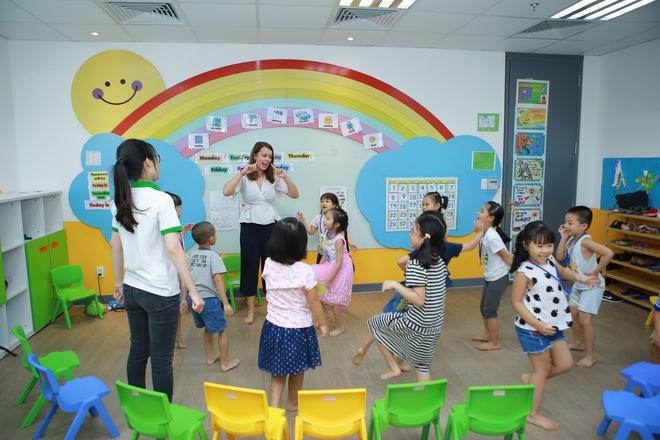 Mẹ có biết: 3 giai đoạn học tiếng Anh của trẻ mẫu giáo - Ảnh 2.