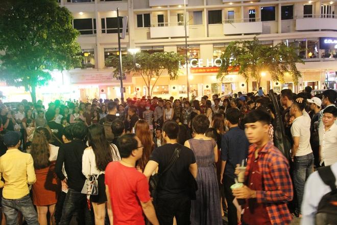 Người dân ùn ùn kéo nhau đi chơi Tết trung thu, đường phố chật kín người - Ảnh 9.