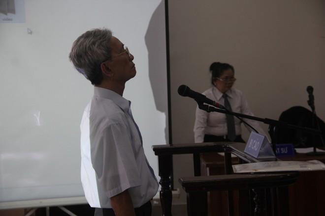 Vụ dâm ô Vũng Tàu: Nhận mức án 3 năm tù giam, bị cáo Nguyễn Khắc Thủy lớn tiếng trước tòa, một mực kêu oan - Ảnh 9.