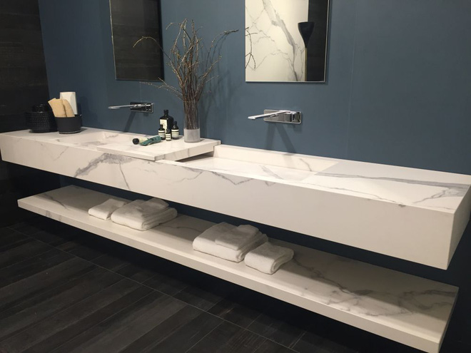 9 mẫu kệ lưu trữ đồ trong phòng tắm khiến bạn không thể bỏ lỡ - Ảnh 2.