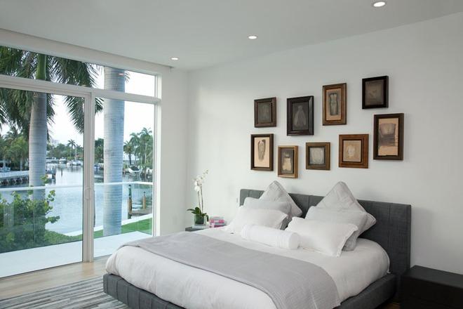 7 cách trang trí đầu giường tạo điểm nhấn cho phòng ngủ - Ảnh 2.