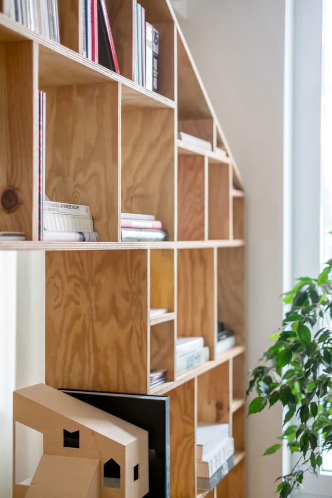 Căn hộ 120m² vừa là nơi ở vừa là văn phòng làm việc đẹp hút hồn nhờ khéo léo thiết kế kệ đựng đồ - Ảnh 2.