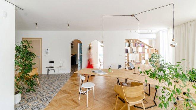 Căn hộ 120m² vừa là nơi ở vừa là văn phòng làm việc đẹp hút hồn nhờ khéo léo thiết kế kệ đựng đồ - Ảnh 3.