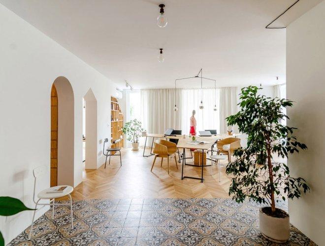 Căn hộ 120m² vừa là nơi ở vừa là văn phòng làm việc đẹp hút hồn nhờ khéo léo thiết kế kệ đựng đồ - Ảnh 4.