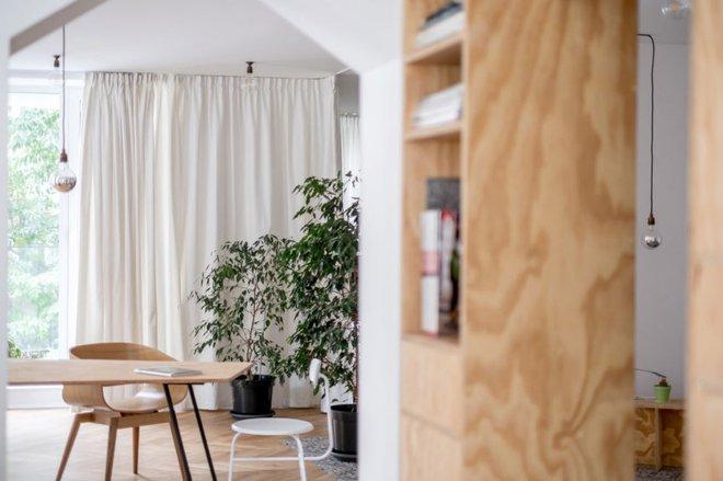 Căn hộ 120m² vừa là nơi ở vừa là văn phòng làm việc đẹp hút hồn nhờ khéo léo thiết kế kệ đựng đồ - Ảnh 5.