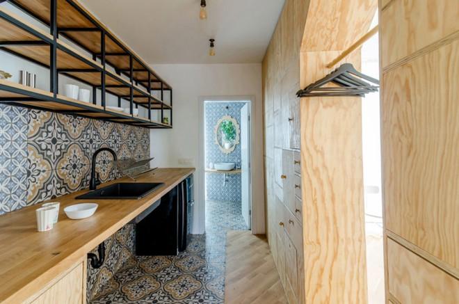 Căn hộ 120m² vừa là nơi ở vừa là văn phòng làm việc đẹp hút hồn nhờ khéo léo thiết kế kệ đựng đồ - Ảnh 8.