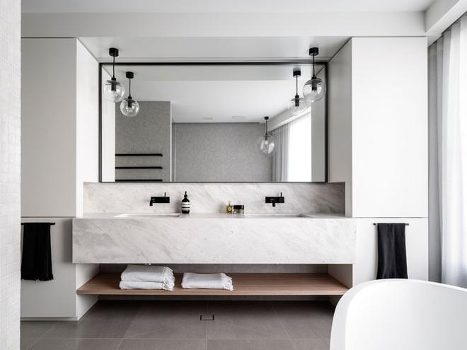 Thiết kế kệ mở giúp phòng tắm gia đình trở nên hoàn hảo đến khó tin - Ảnh 13.