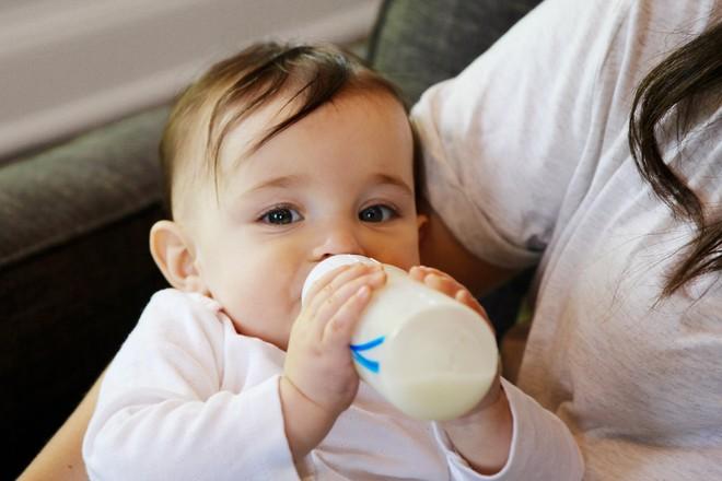 Nếu bạn băn khoăn cho con uống sữa bò hay sữa thực vật thì hãy đọc bài viết này - Ảnh 2.