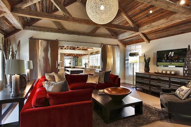 Xu hướng sử dụng ghế sofa màu đậm đang dần lên ngôi trong công cuộc tạo điểm nhấn cho phòng khách - Ảnh 4.