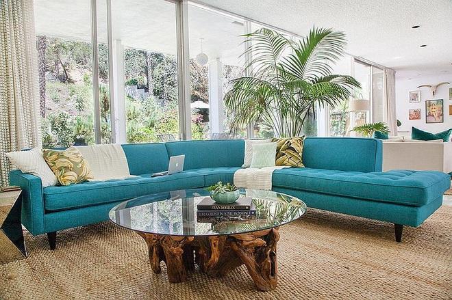 Xu hướng sử dụng ghế sofa màu đậm đang dần lên ngôi trong công cuộc tạo điểm nhấn cho phòng khách - Ảnh 11.