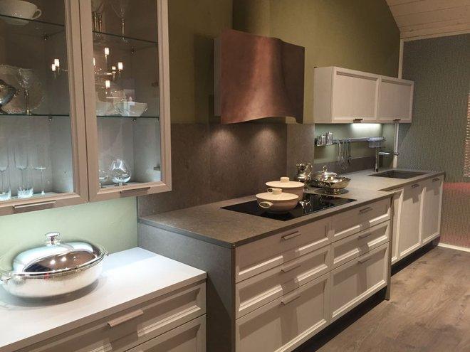 5 kiểu tủ bếp thủy tinh sẽ khiến nhà bếp trở nên đẹp lung linh hơn bao giờ hết - Ảnh 1.