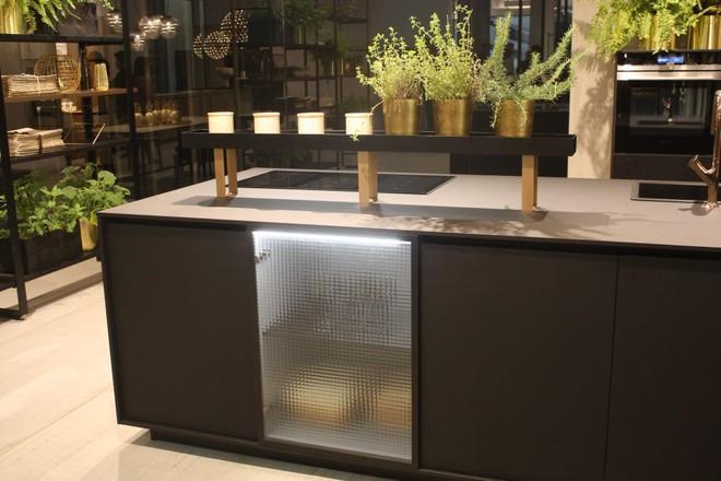 5 kiểu tủ bếp thủy tinh sẽ khiến nhà bếp trở nên đẹp lung linh hơn bao giờ hết - Ảnh 9.