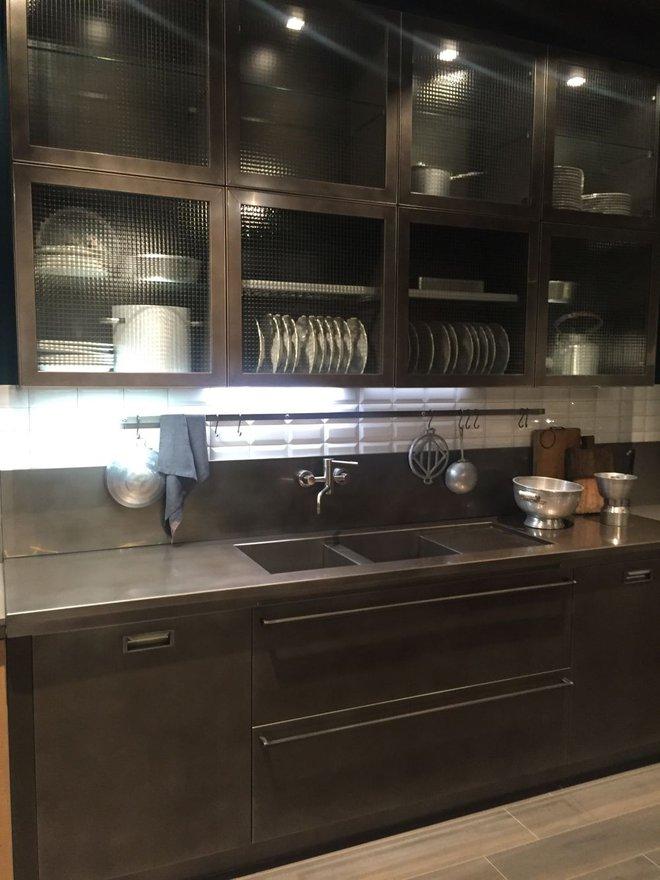 5 kiểu tủ bếp thủy tinh sẽ khiến nhà bếp trở nên đẹp lung linh hơn bao giờ hết - Ảnh 10.