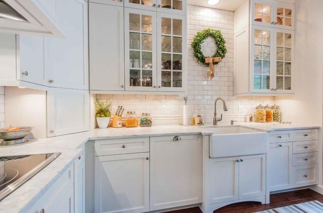 5 kiểu tủ bếp thủy tinh sẽ khiến nhà bếp trở nên đẹp lung linh hơn bao giờ hết - Ảnh 11.