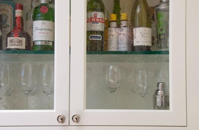 5 kiểu tủ bếp thủy tinh sẽ khiến nhà bếp trở nên đẹp lung linh hơn bao giờ hết - Ảnh 12.
