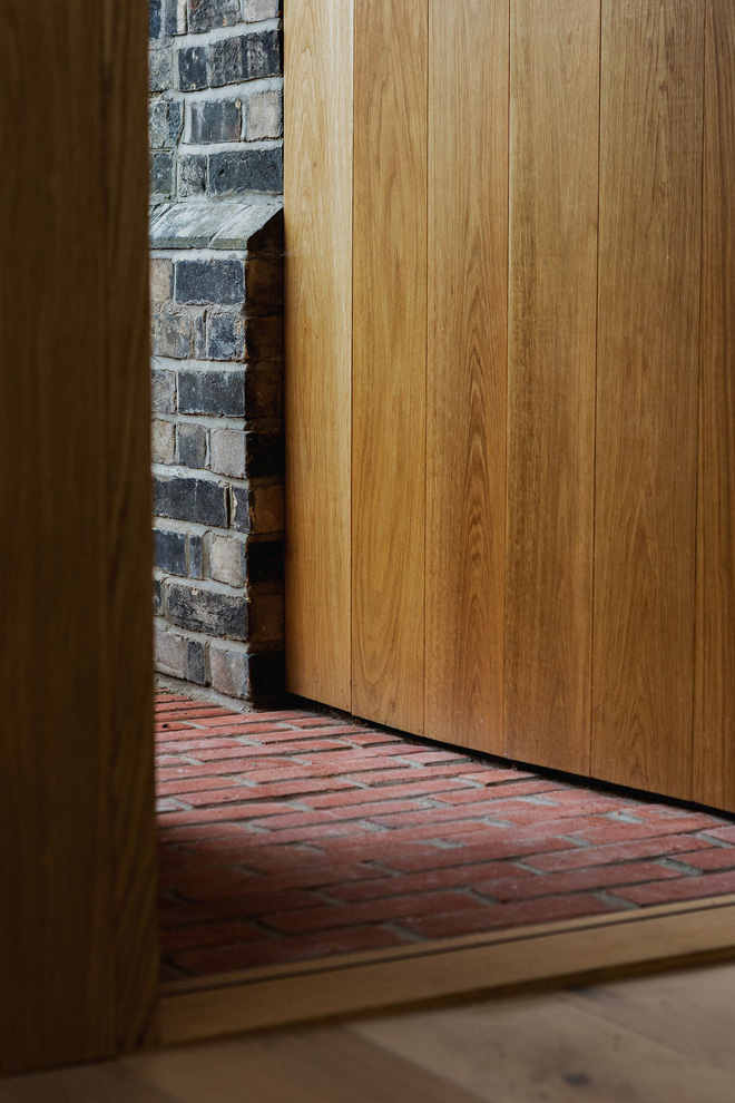 Thiết kế nhà ống tận dụng cửa kính lớn và các cửa sổ nhỏ đang trở thành xu hướng của năm - Ảnh 8.