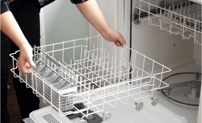 Cách làm sạch máy rửa bát chén chỉ với 3 bước dễ dàng - Ảnh 2.