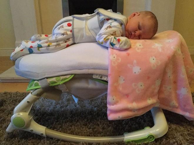 Chiếc ghế nín khóc - Bảo bối cho các mẹ đang nuôi con nhỏ mà chẳng có ai đỡ đần - Ảnh 3.