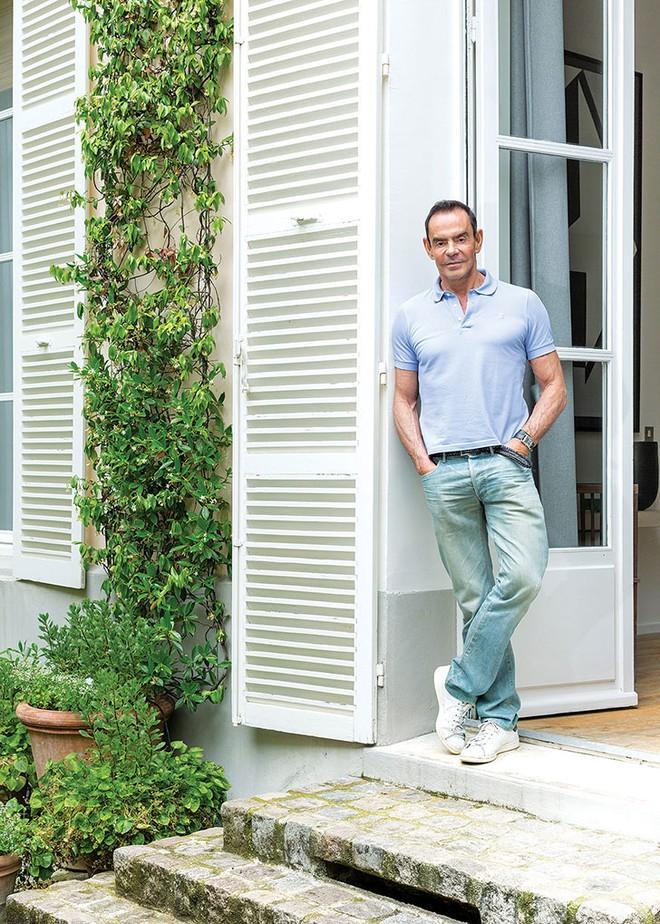 Ngôi nhà nhỏ bên khu vườn xanh mát đẹp lãng mạn giữa trung tâm thành phố của người đàn ông độc thân - Ảnh 1.
