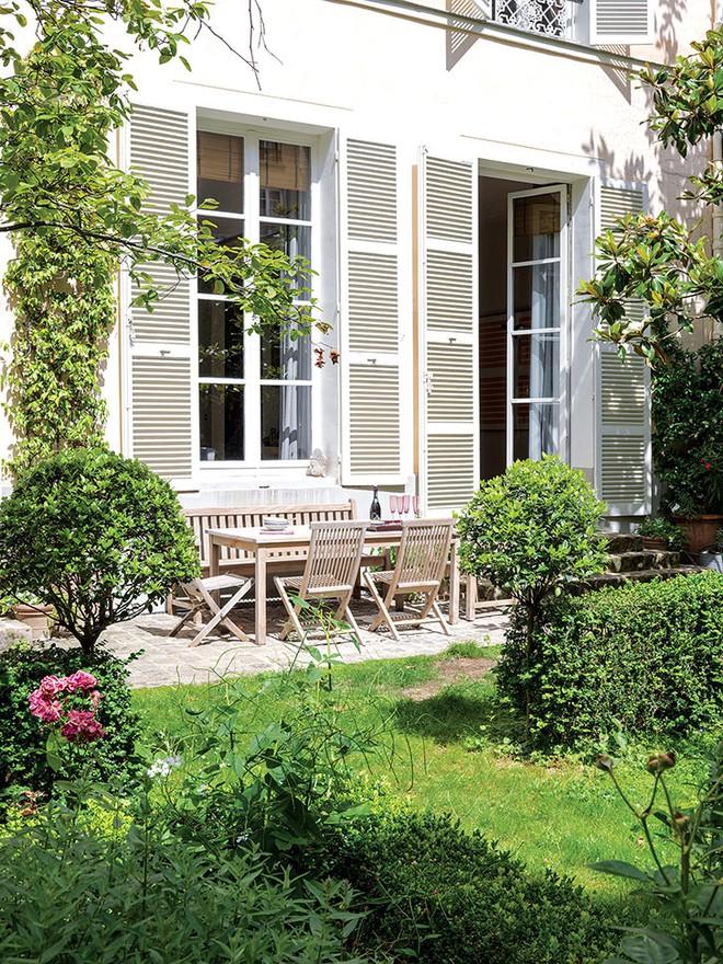 Ngôi nhà nhỏ bên khu vườn xanh mát đẹp lãng mạn giữa trung tâm thành phố của người đàn ông độc thân - Ảnh 2.