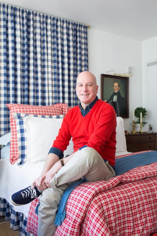 Căn hộ nhỏ chỉ vỏn vẹn 25m² nhưng đẹp ấn tượng dành riêng cho tín đồ yêu màu đỏ và trắng - Ảnh 1.