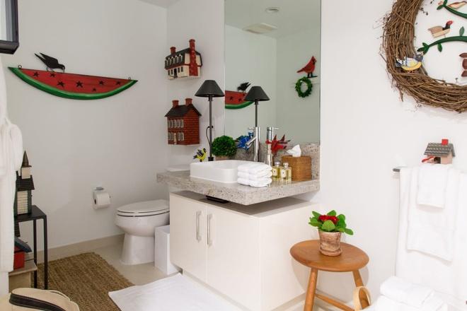 Căn hộ nhỏ chỉ vỏn vẹn 25m² nhưng đẹp ấn tượng dành riêng cho tín đồ yêu màu đỏ và trắng - Ảnh 17.
