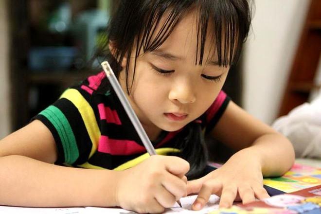 Con vào lớp 1: Những sai lầm bố mẹ nên tránh - Ảnh 2.