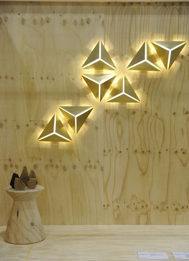 Không gian sống cá tính đến bất ngờ với những mẫu đèn trang trí hình học - Ảnh 2.