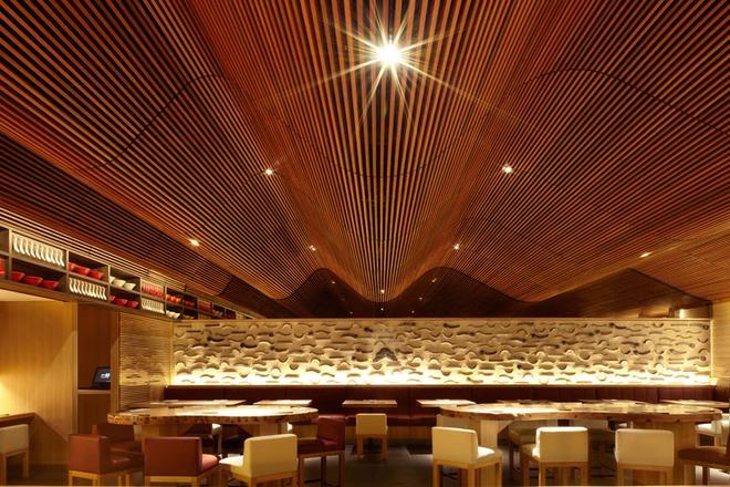 Muốn không gian sống ấm cúng nhớ đừng bỏ lỡ kiểu trần nhà bằng gỗ - Ảnh 5.