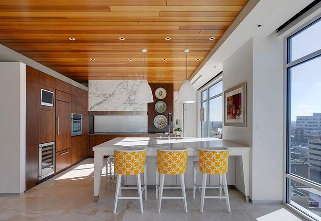 Muốn không gian sống ấm cúng nhớ đừng bỏ lỡ kiểu trần nhà bằng gỗ - Ảnh 6.