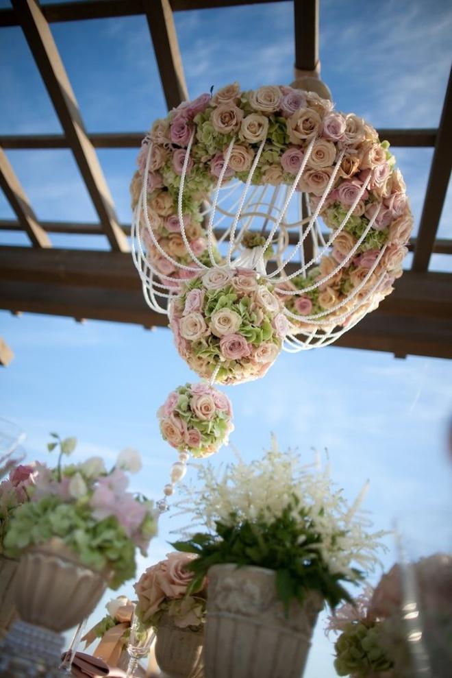 Tự làm đèn chùm hoa cho bữa tối mùa hè thêm ngọt ngào và lãng mạn - Ảnh 1.