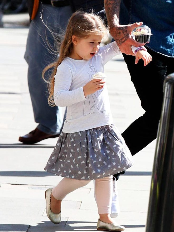 Bên trong ngôi trường sang chảnh chuyên đào tạo ngôi sao mà bé Harper Beckham đang theo học - Ảnh 1.
